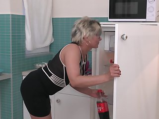 Short haired grown up blonde MILF Luciane gets a really complying fuck