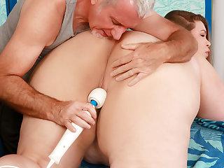 Chunky Slut BabyDollBBW Gets Her Desires Gratified by a Fetishist Masseur