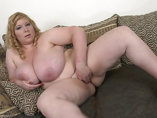 BBW Angellyne Hart shows off her beautiful body together with dildo sucking skills