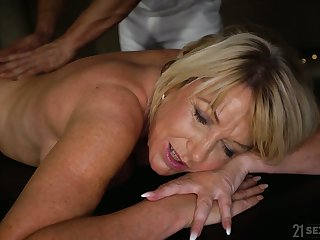 Young hormy masseur fucks fake tittied cougar relating to chesty aggravation Amy
