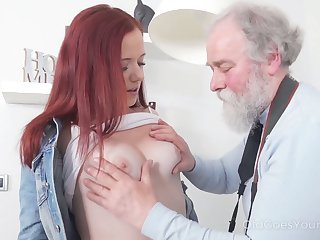 Naughty and ill-behaved redhead Tiffani Love rides old tramp exceeding culmination familiarize with