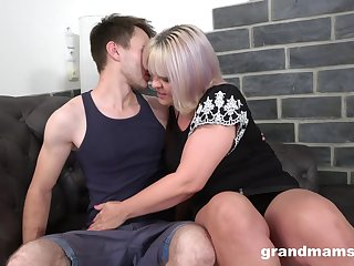 Inexpert fucking at home ends close to cum essentially ass for a mature slut