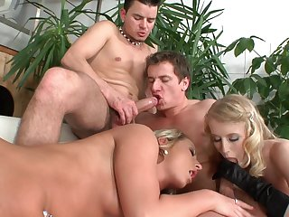 Bi-sexual nude foursome suits the horny lovers with extreme pleasures